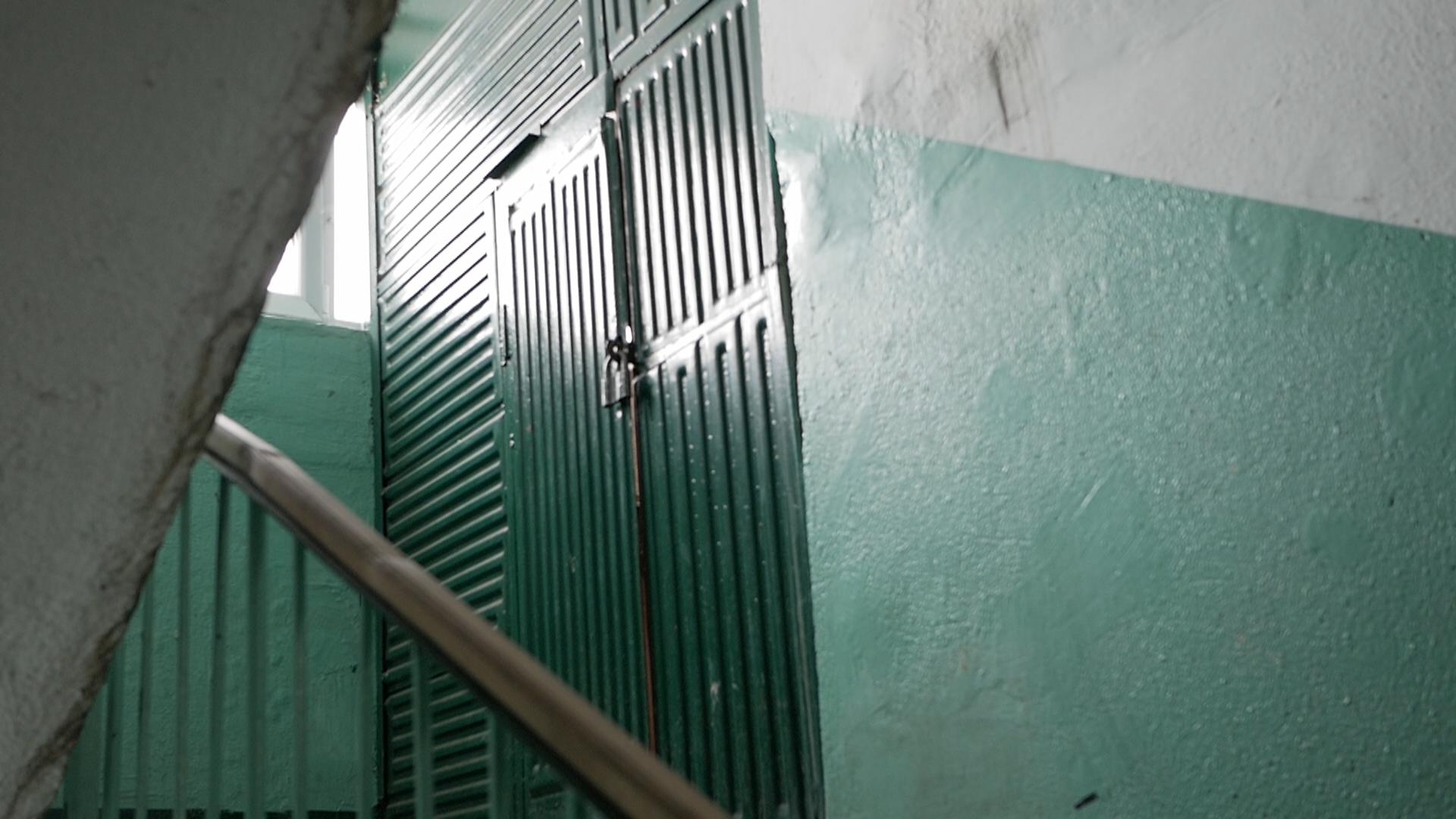 Молодой курянин украл из кладовки многоэтажки три велосипеда и электроинструменты