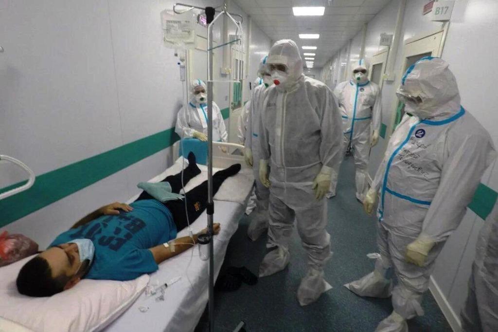 Из ковид-центра Новотроицка в Оренбург доставили шестерых пациентов