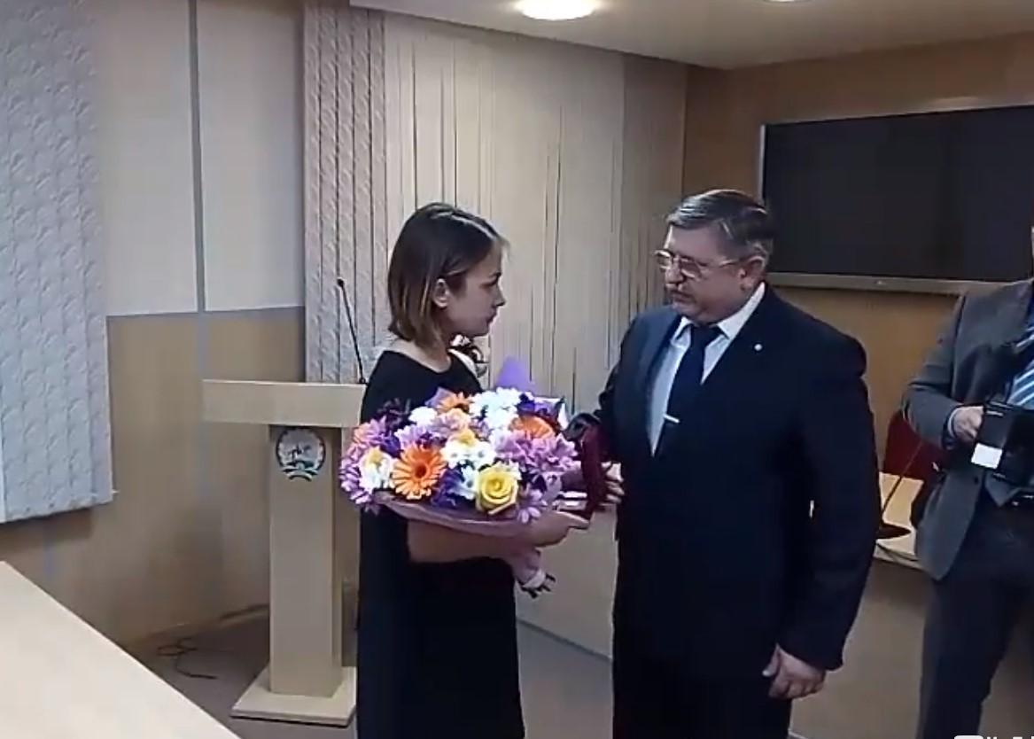 ВБашкирии посмертно наградили девушку, спасшую изогня 2-х братьев