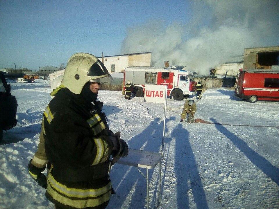 ВУфе интенсивный пожар тушили 45 огнеборцев