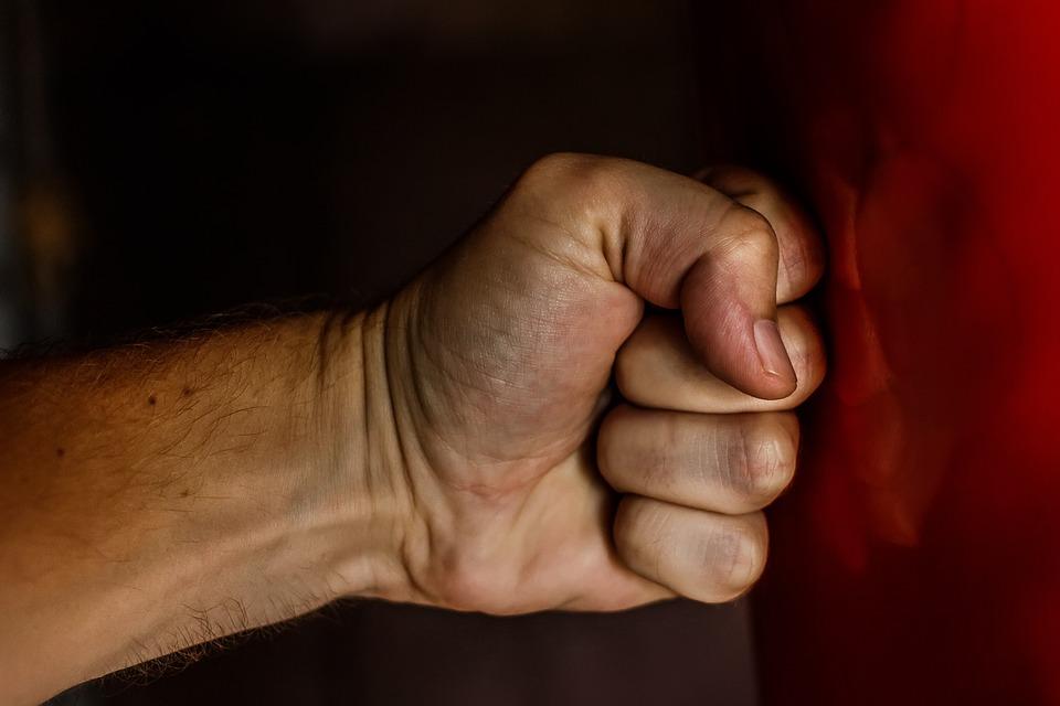 Гражданин  Башкирии в нетрезвой  потасовке  дополусмерти избил 62-летнего отца