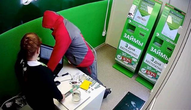 Гражданин Уфы совершил налет на кабинет микрокредитов
