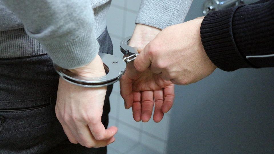 Прежний полицейский ответит заизбиение схваченного