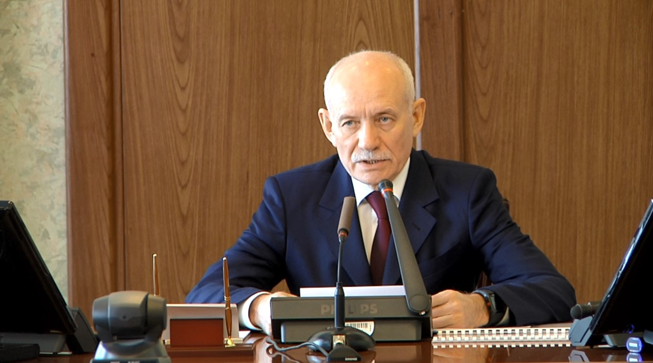 Рустэм Хамитов сказал оросте зарплат работников муниципалитетов