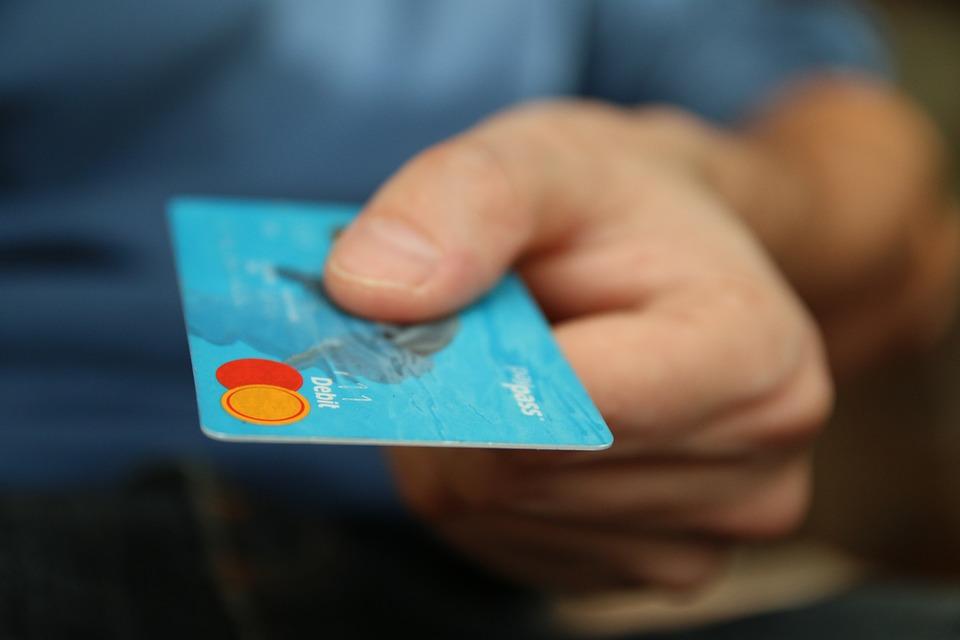 ВУфе умужчины сбанковской карты похитили неменее 500 000 руб.
