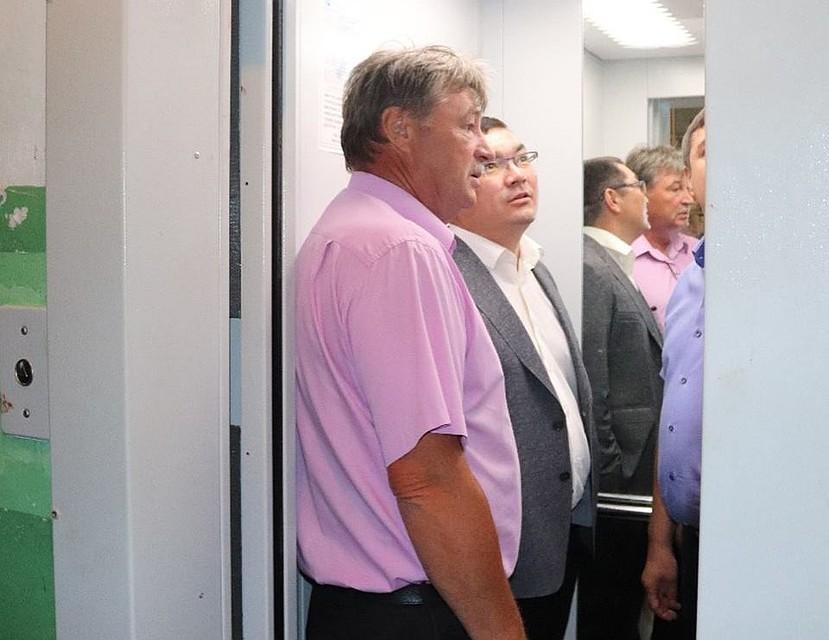 ВУфе чиновник застрял влифте, когда принимал его работу